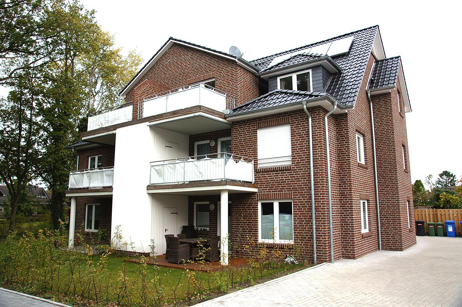 4 wohneinheitengeb ude in oldenburg au enansicht. Black Bedroom Furniture Sets. Home Design Ideas